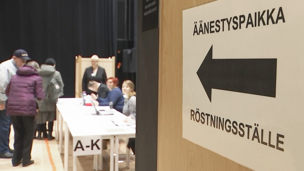 Äänestyspaikka Helsingin Maunulassa.