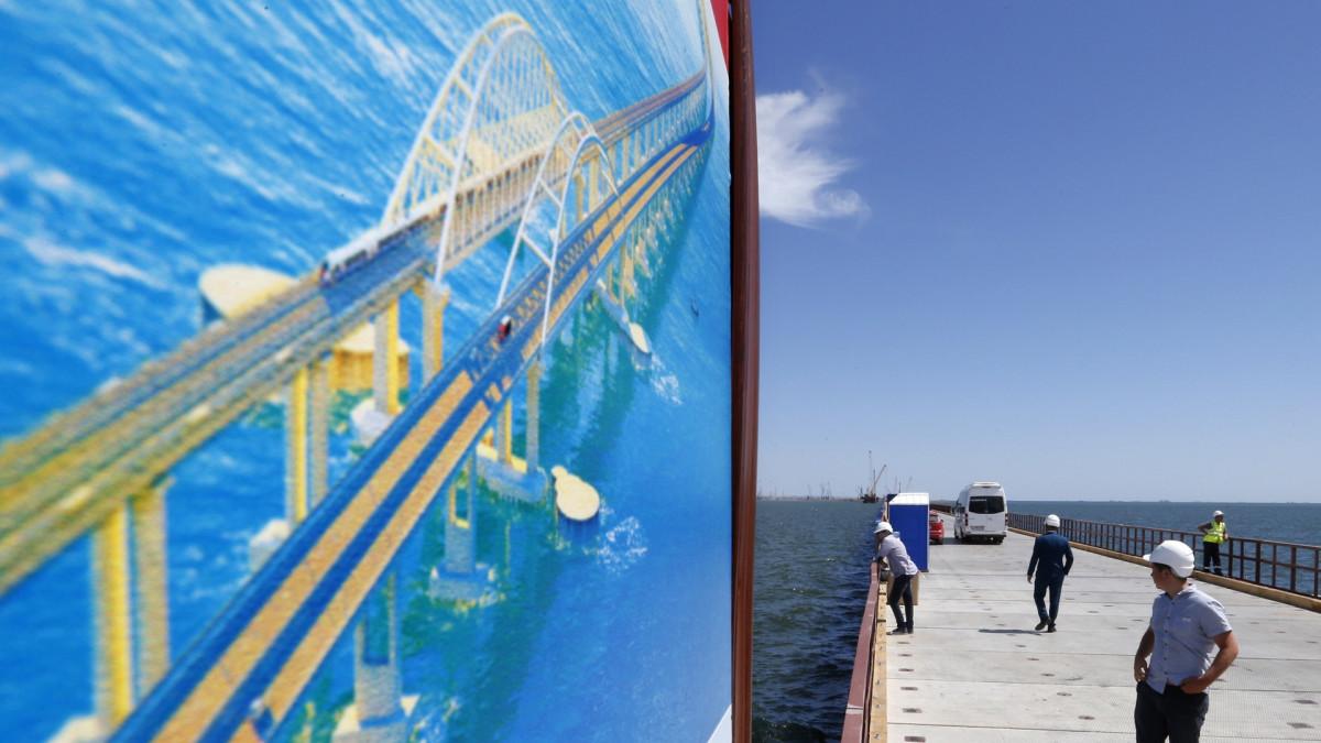 Kertšinsalmen siltaa rakennettiin kovaa vauhtia kesällä 2016.