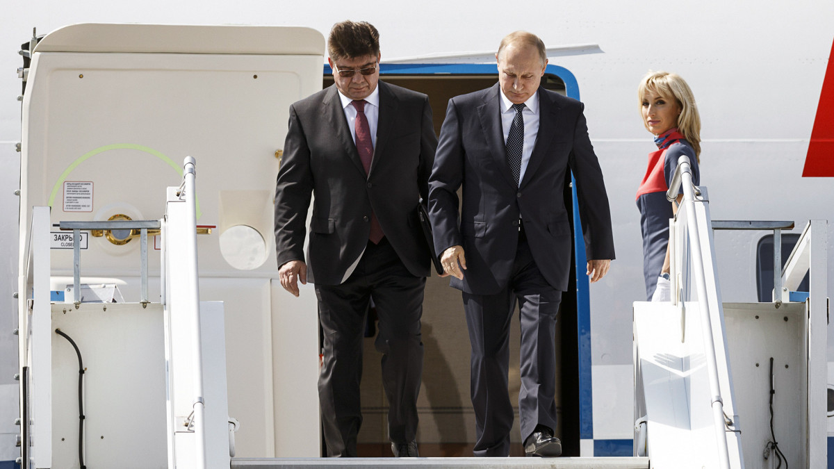 Vladimir Putin saapuu Suomeen.