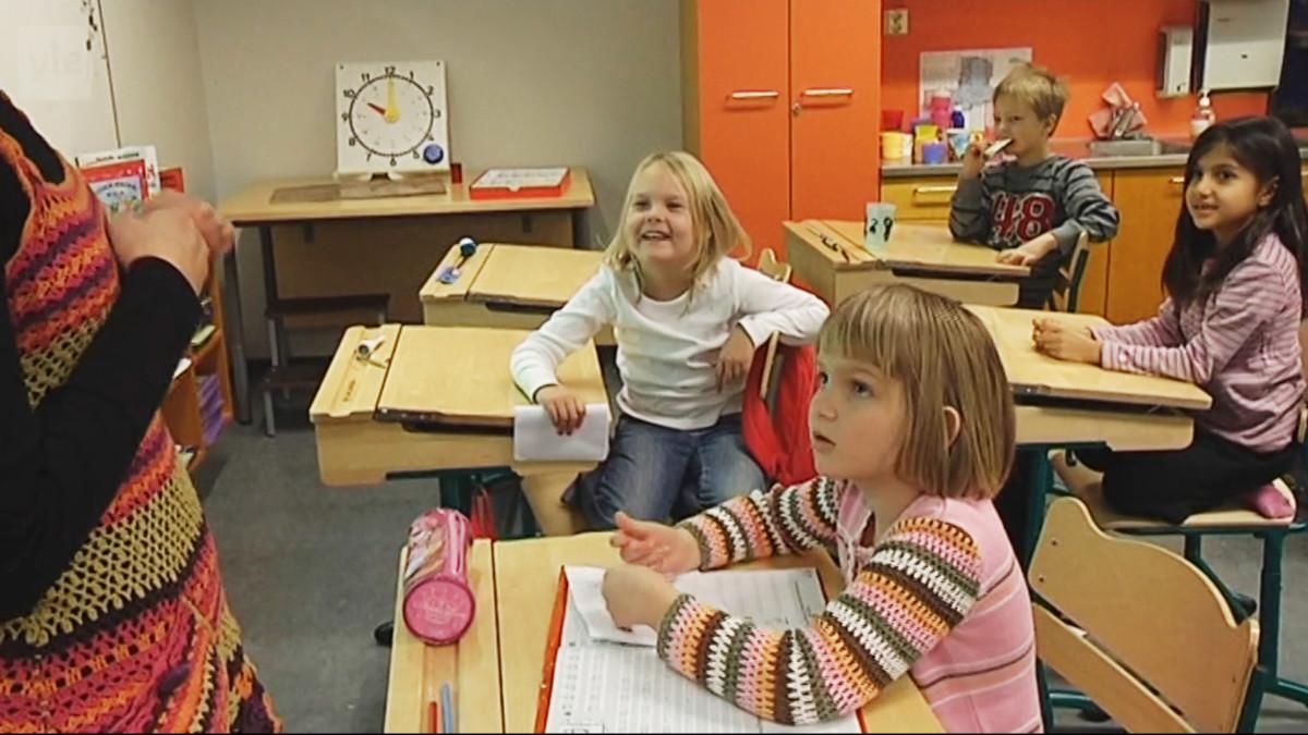 Lapsia luokassa.