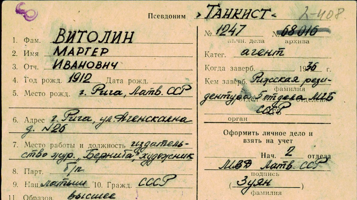 KGB:n kortistossa mainitaan muun muassa kunkin kontaktin nimi, syntymäaika- ja paikka, osoite, työpaikka, koulutus ja koodinimi.