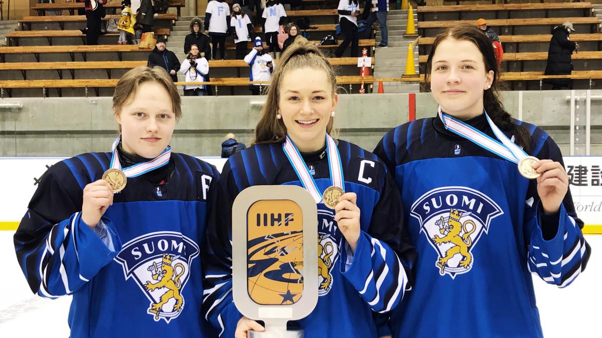Viivi Vainikka, Nelli Laitinen, Emilia Vesa. Tyttöleijonat MM-kisoissa 2019.