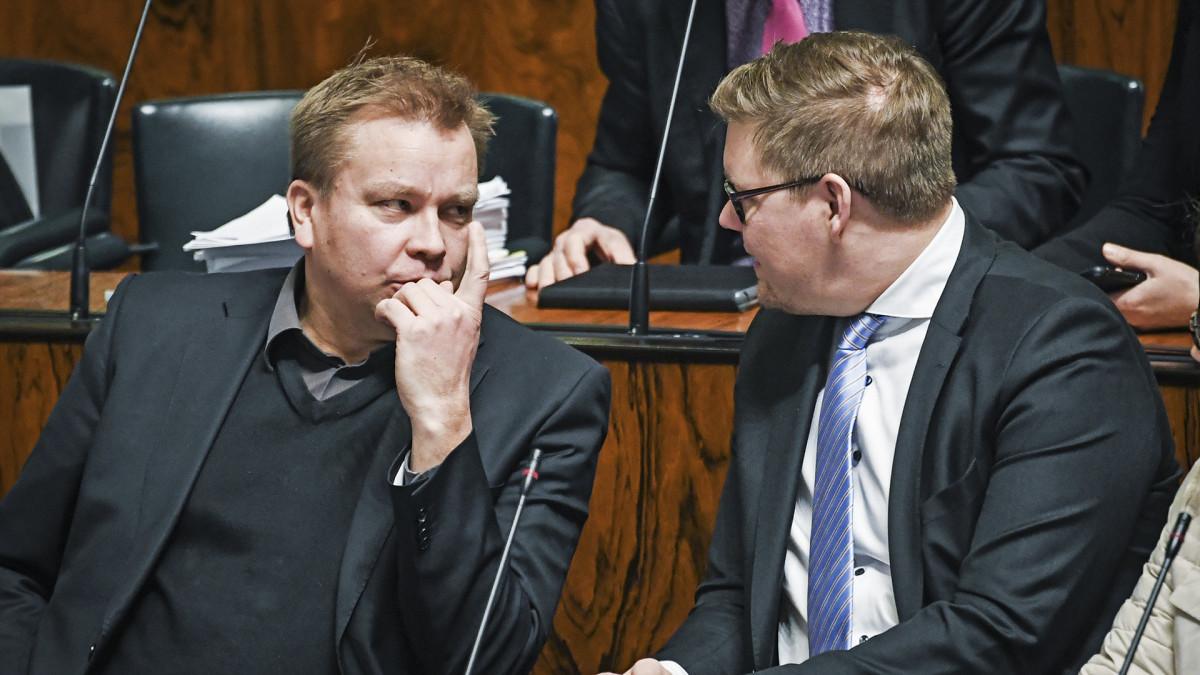 Antti Lindtman ja Antti Kaikkonen eduskunnassa.