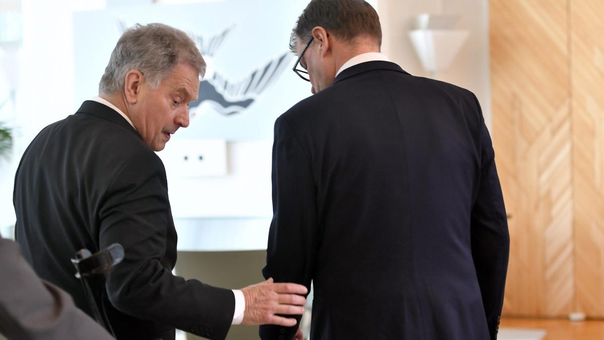 Pääministeri Juha Sipilä (kesk.) jätti tasavallan presidentti Sauli Niinistölle hallituksen eronpyynnön Mäntyniemessä.