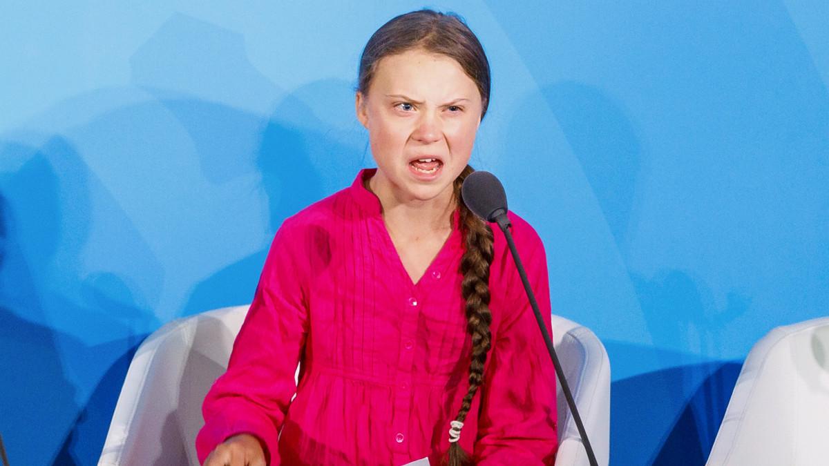 Greta Thunberg puhuu.