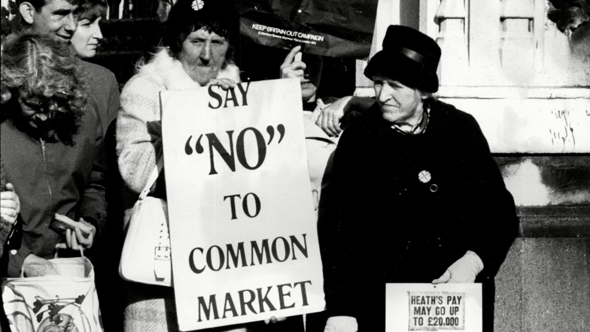 Naisia osoittamassa mieltään yhteismarkkinoita vastaan Lontoossa vuonna 1971.