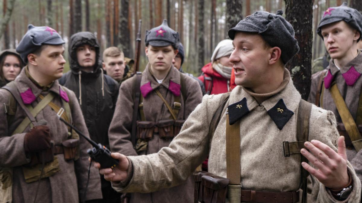 Sotahistoriaa harrastavat opiskelijat tutustuvat talvisodan taistelupaikkoihin Summassa,  Karjalankannaksella Venäjällä.