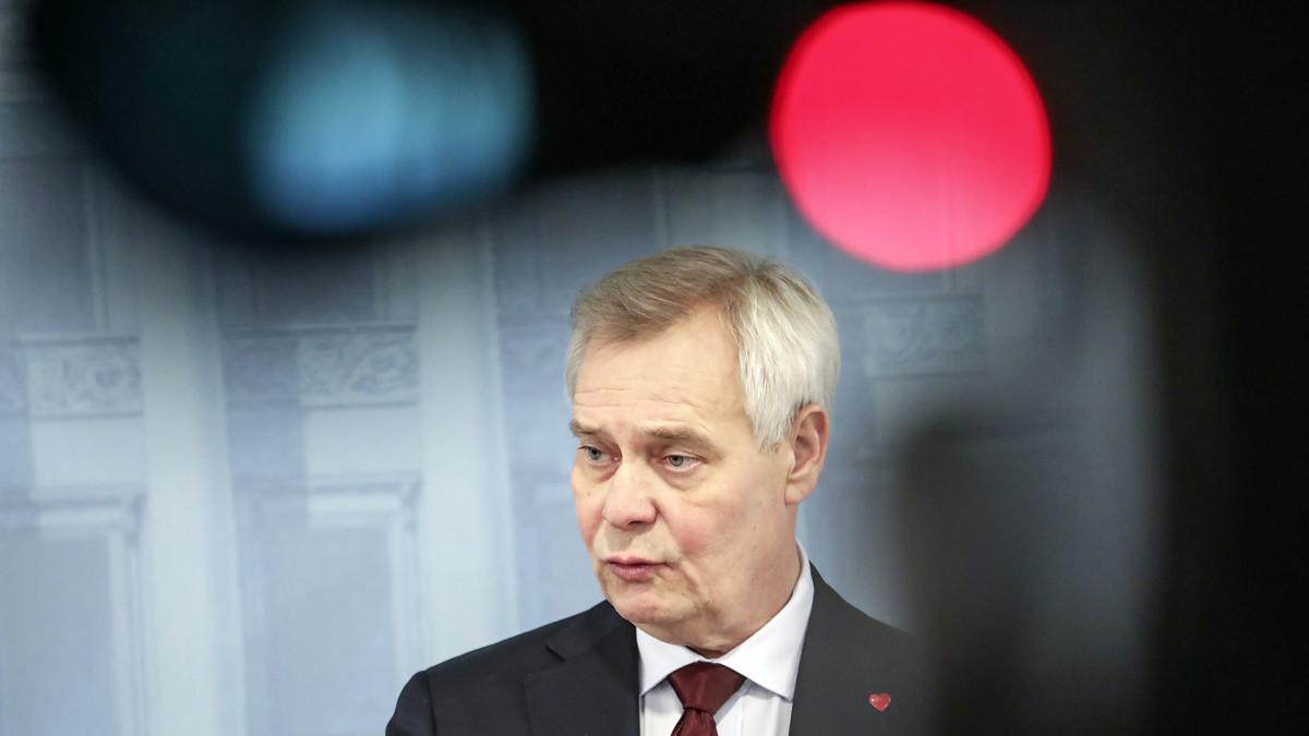Antti Rinne tiedotustilaisuudessa.