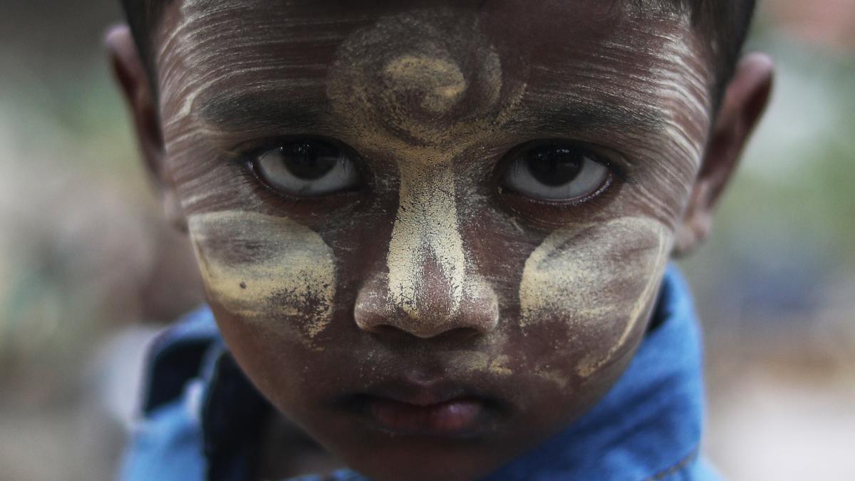 Rohingyakansaan kuuluva 3-vuotias Estehara asuu Malesiassa.