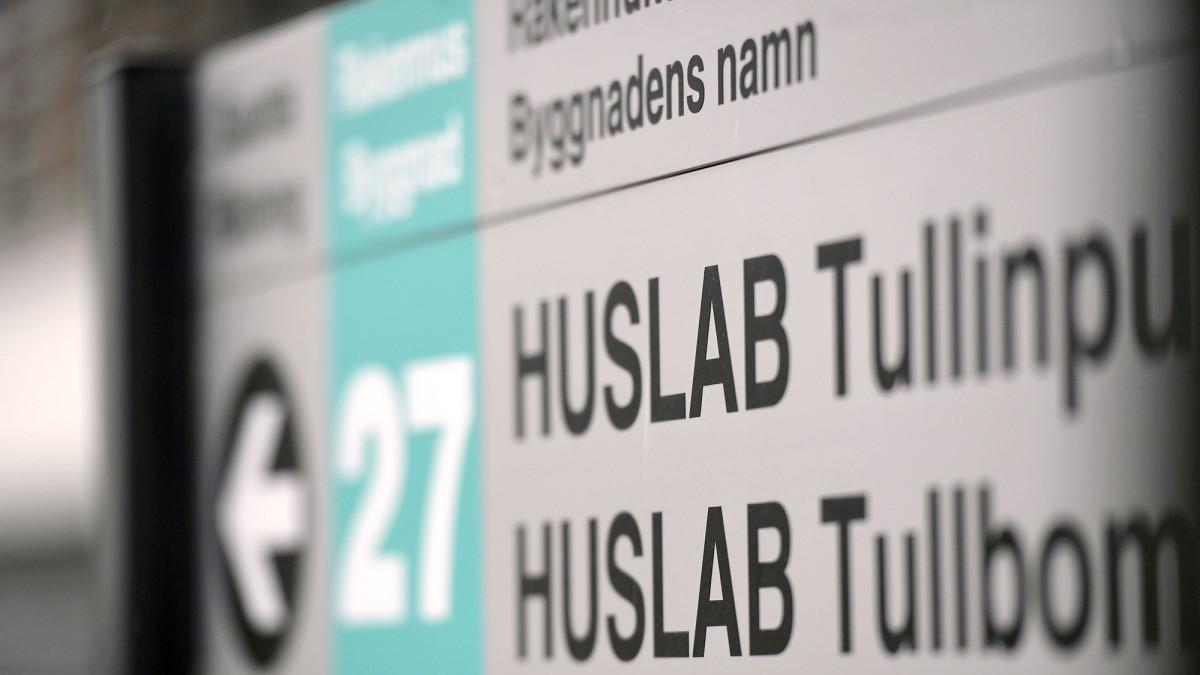 Huslab Tullinpuomin kyltti Helsingissä.