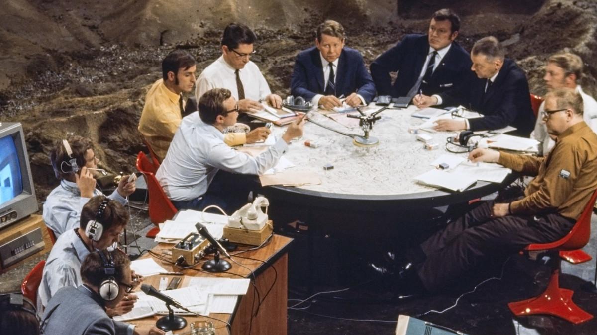 Ylen Kuustudiossa vuonna 1969 oli koolla kattava joukko ilmailun ja tekniikan asiantuntijoita