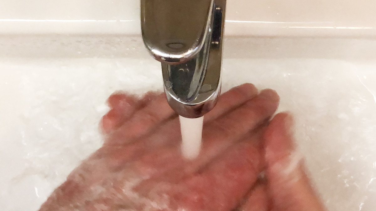 Video kertoo kotikonstit tartunnan välttämiseen