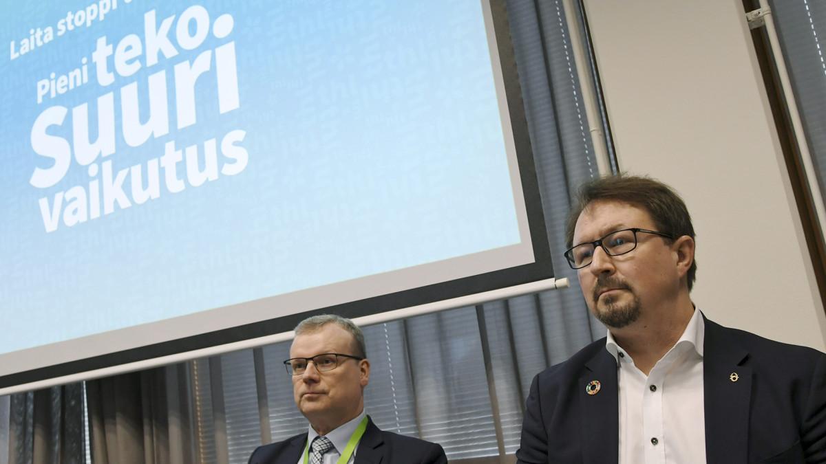 HL:n pääjohtaja Markku Tervahauta (vas.) sekä terveysturvallisuuden johtaja Mika Salminen THL:n infotilaisuudessa koronaviruksesta Helsingissä 13. maaliskuuta.
