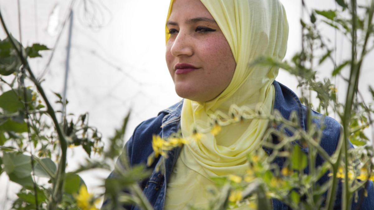 Erada alZainan kasvattaa vihanneksia Gazassa.