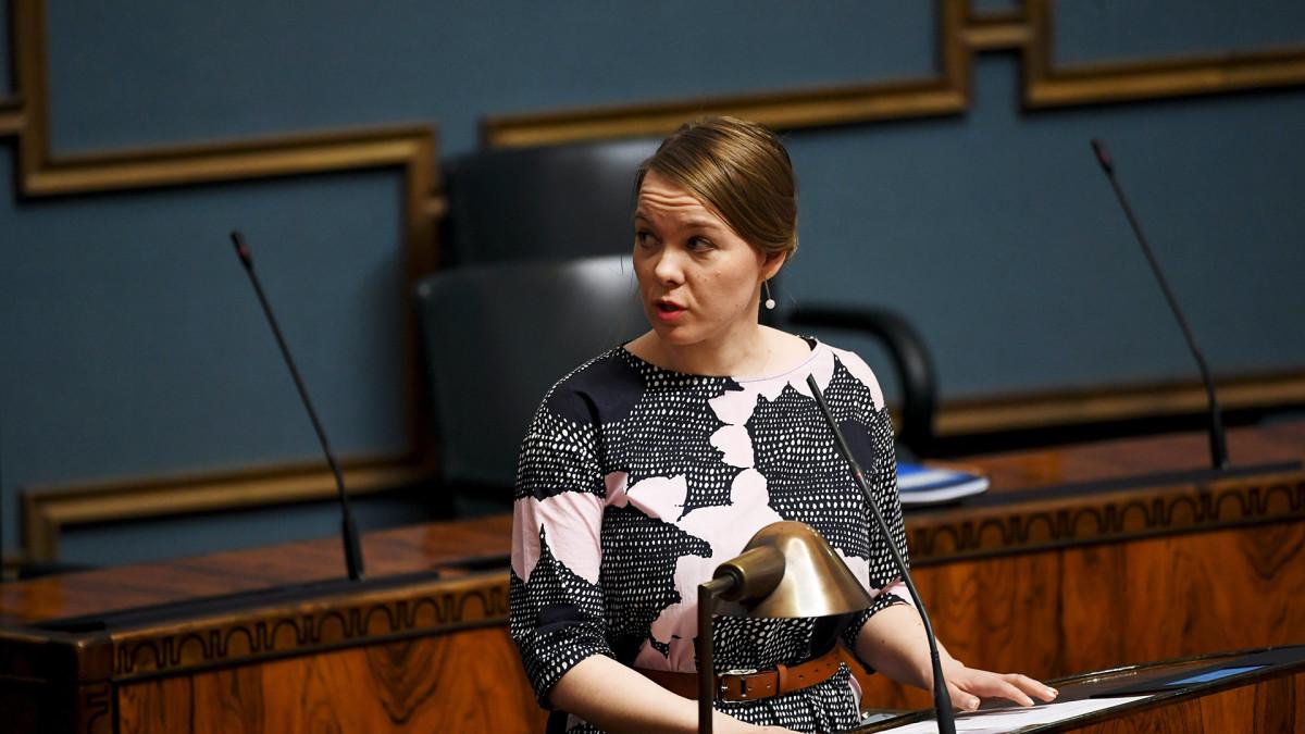 Valtiovarainministeri Katri Kulmuni eduskunnan täysistunnossa 21. huhtikuuta.