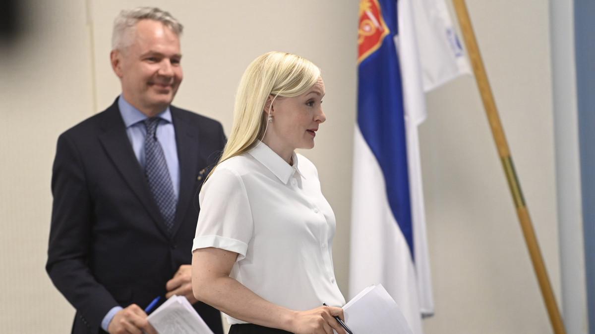 Ulkoministeri Pekka Haavisto ja sisäministeri Maria Ohisalo hallituksen tiedotustilaisuudessa valtioneuvoston linnassa Helsingissä 23. kesäkuuta 2020.