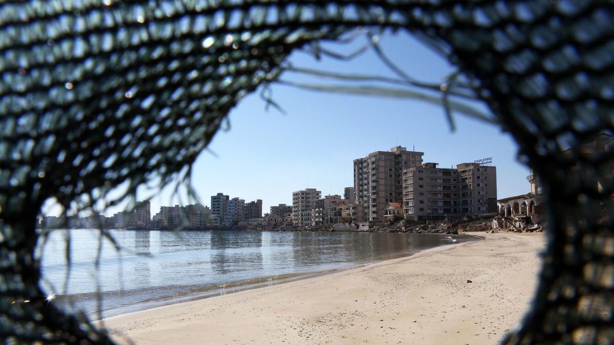 Varoshan ranta-alue yproksen Famagustassa.
