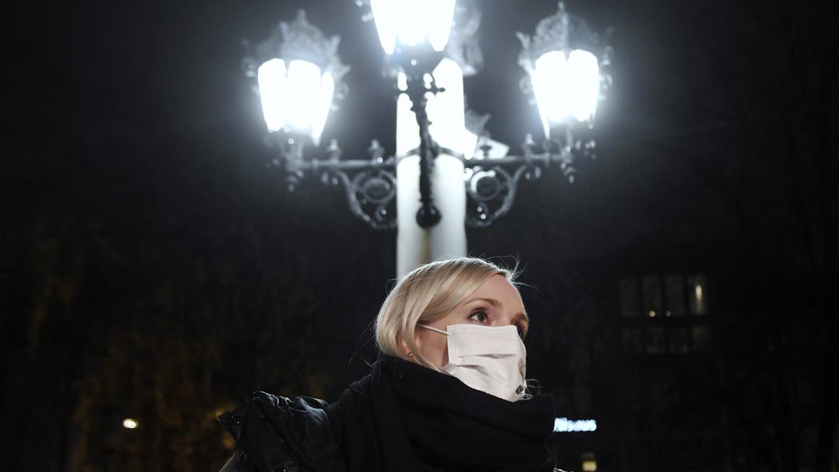 Sisäministeri Maria Ohisalo poistumassa hallituksen neuvotteluista Helsingin Säätytalolta keskiviikkona 11. marraskuuta 2020.