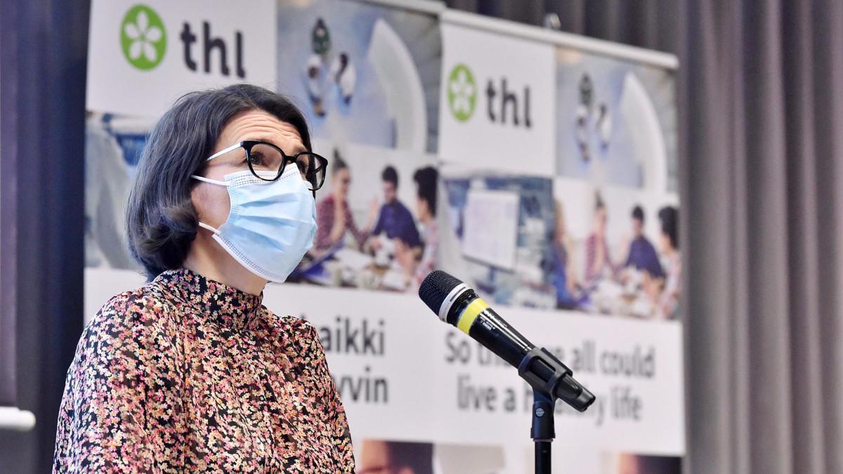 THL:n projektipäällikkö Anna Katz Terveyden ja hyvinvoinnin laitoksen tiedotustilaisuudessa Helsingissä.