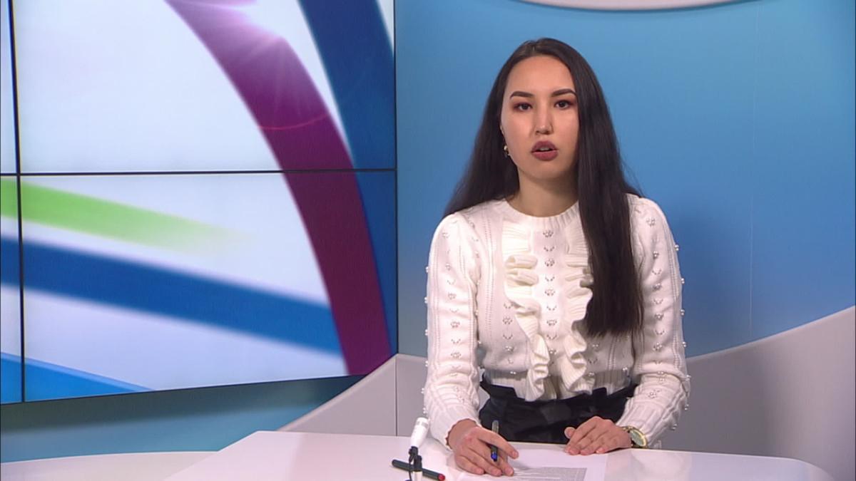 Uutistenlukija lukee koronauutisia persiaksi