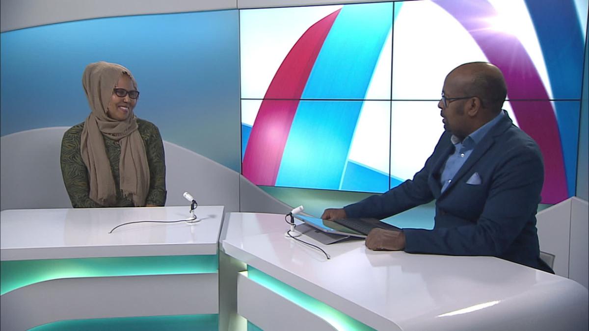 Wali Hashi haastattelee Shukri Omaria somalinkielisissä koronauutisissa