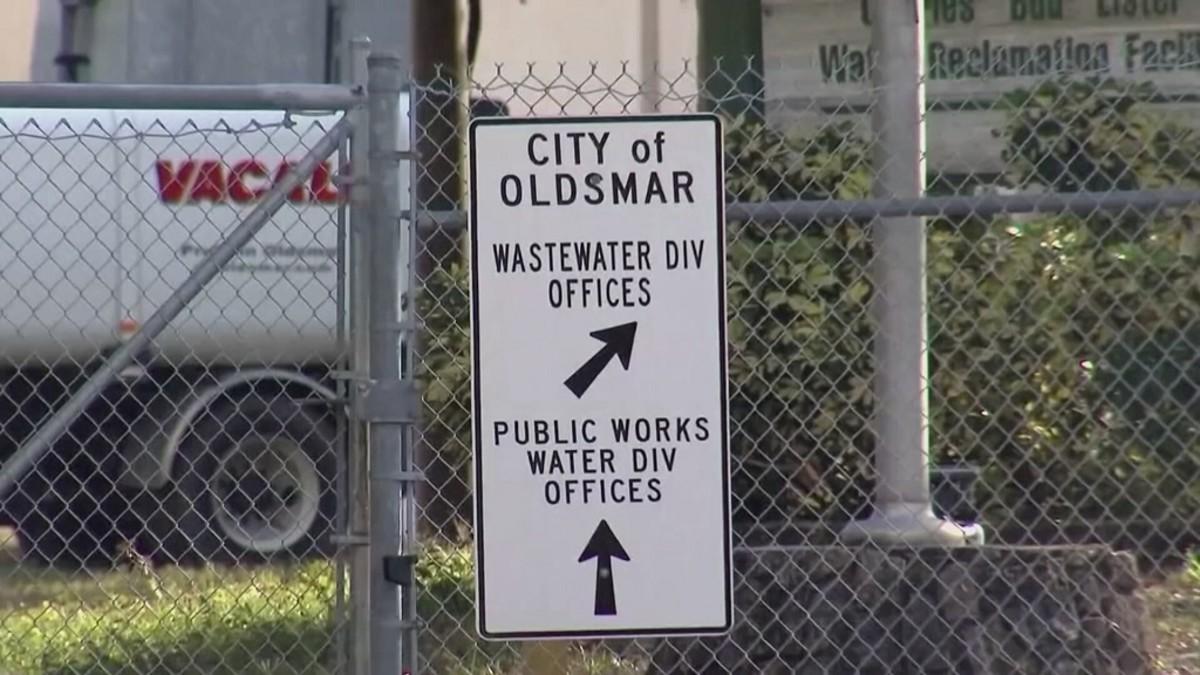 Kuvassa vesilaitoksen kyltti, jossa lukee päällä City of Oldsmar.