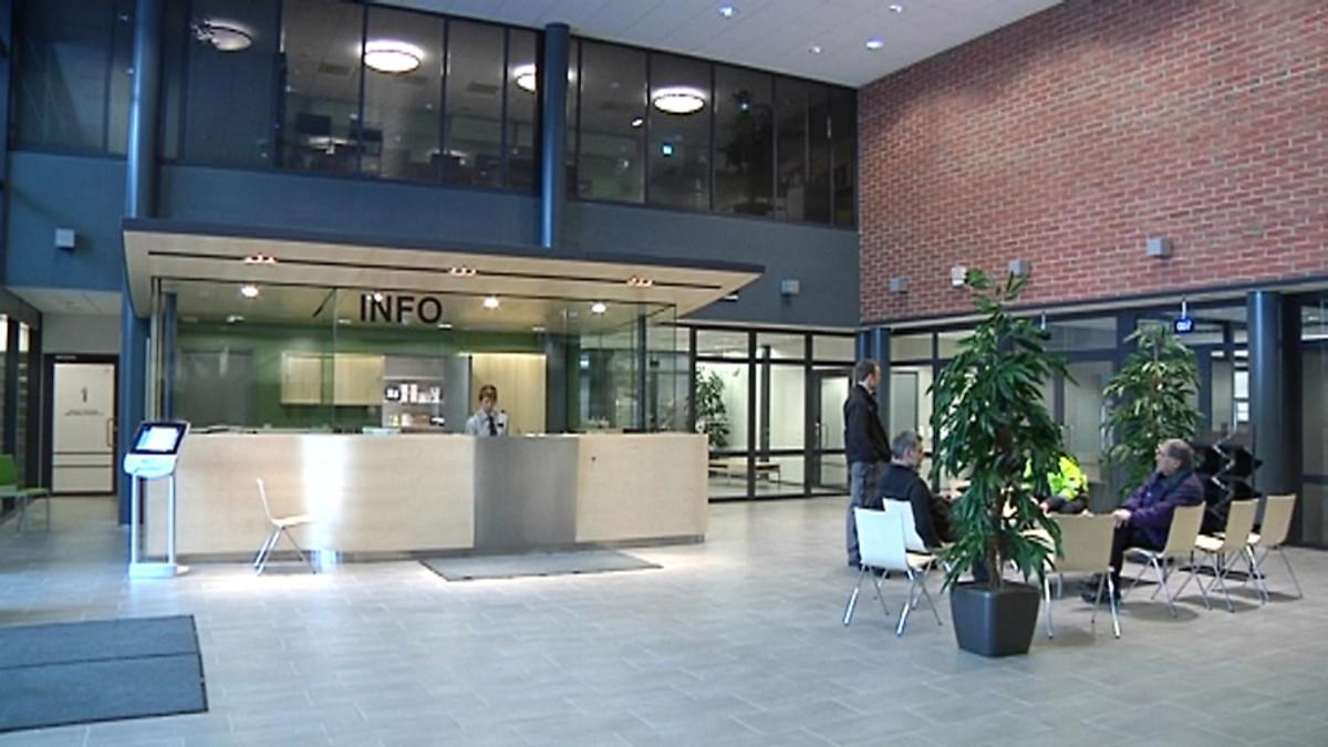 Pietarsaaren uuden virastotalon aula.