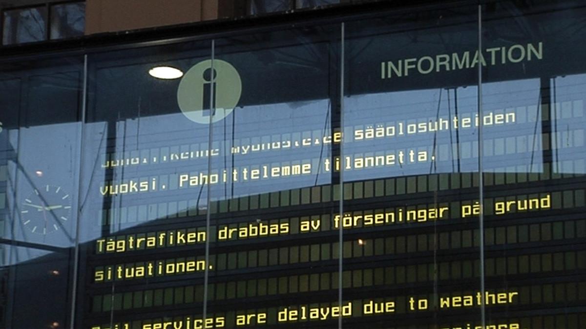 Infotaulu Helsingin rautatieasemalla.