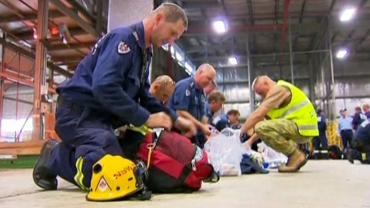 Pelastushenkilöstöä lähtee auttamaan Japanin maanjäristyksen uhreja.