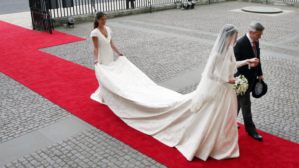 Kate Middleton matkalla hääkirkkoon.