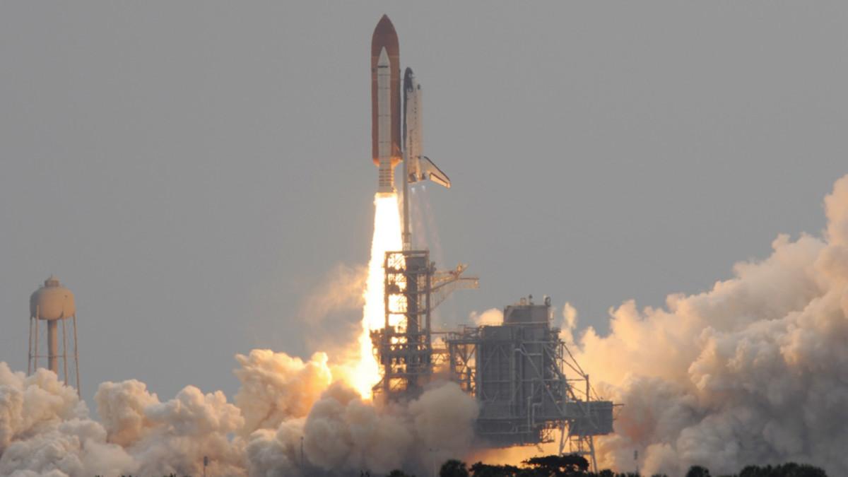 Avaruussukkula Atlantis laukaistaan kohti avaruutta Kennedyn avaruuskeskuksesta Floridasta