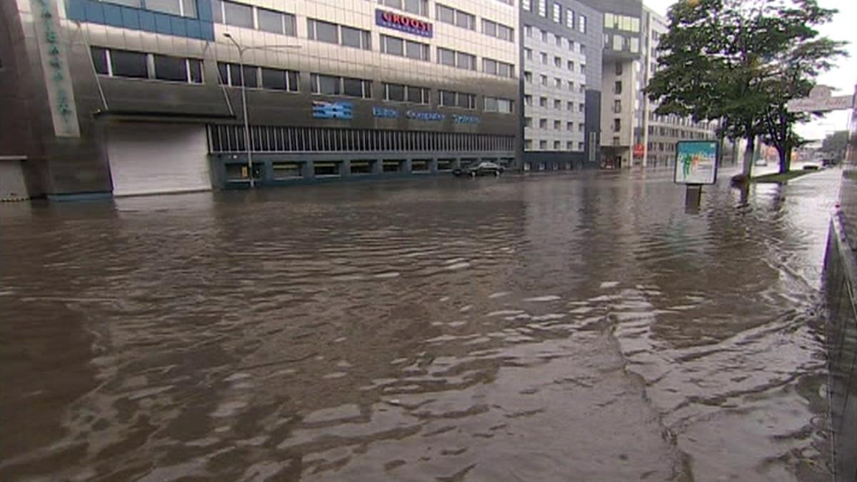 Kadut tulvivat rankkasateiden jälkeen Tallinnassa.