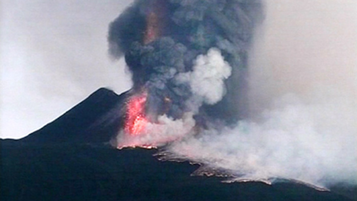 Tulivuori Etna purkautuu Italiassa.