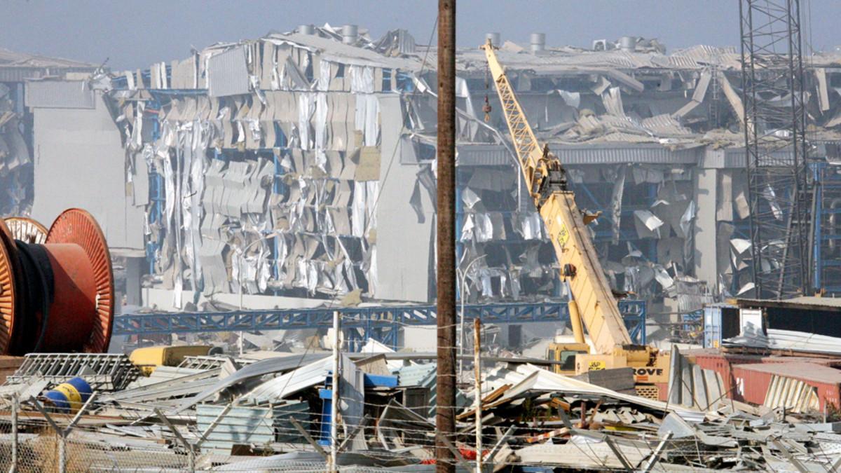 Laivastotukikohdassa sattuneen räjähdyksen aiheuttamaa tuhoa Kyproksella.