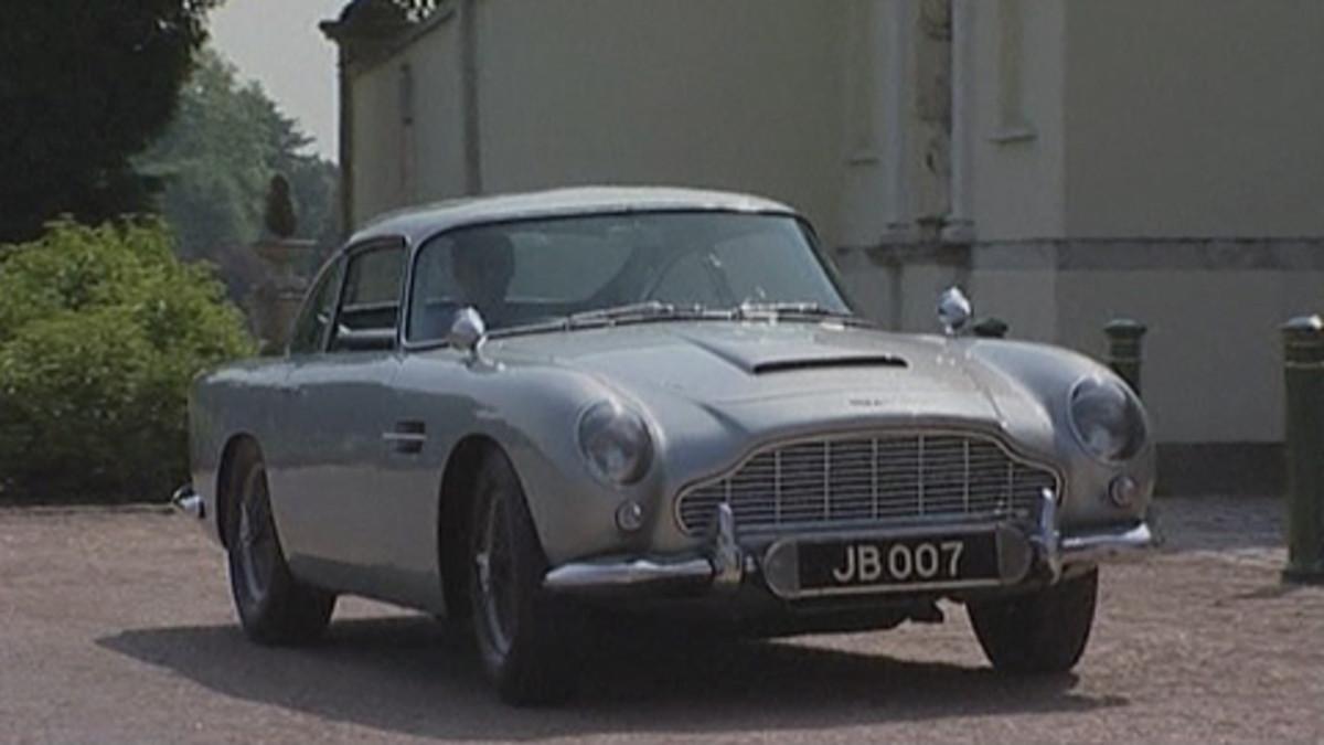 James Bondin elokuvissa käyttämä Aston Martin DB5 -auto.