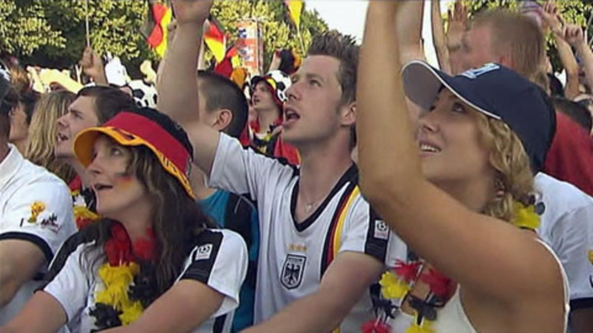 Saksan jalkapallojoukkueen kannattajia Fanmeilellä