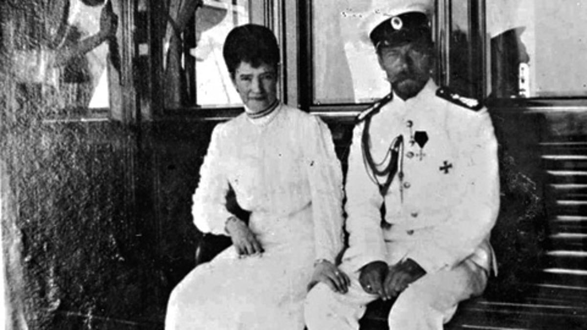 Tsaari Nikolai II vaimoineen