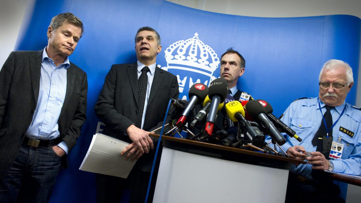 Tiedotustilaisuudessa olivat syyttäjä Thomas Linstrand (vas.), Sapon turvallisuusosaston johtaja Anders Thornberg, päällikkö Erik Widstrand ja Ulf Göranzon poliisin tiedottajana.