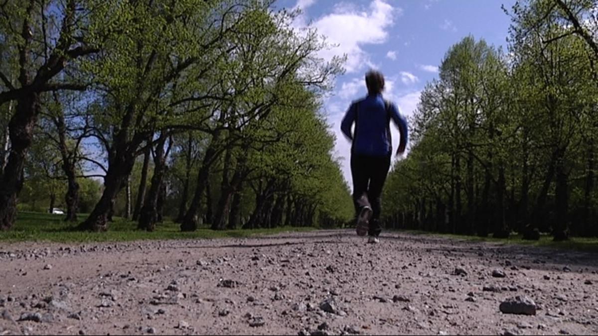 Eva-Maria Strömsholm ottaa taas tuntumaa lenkkeilyyn.