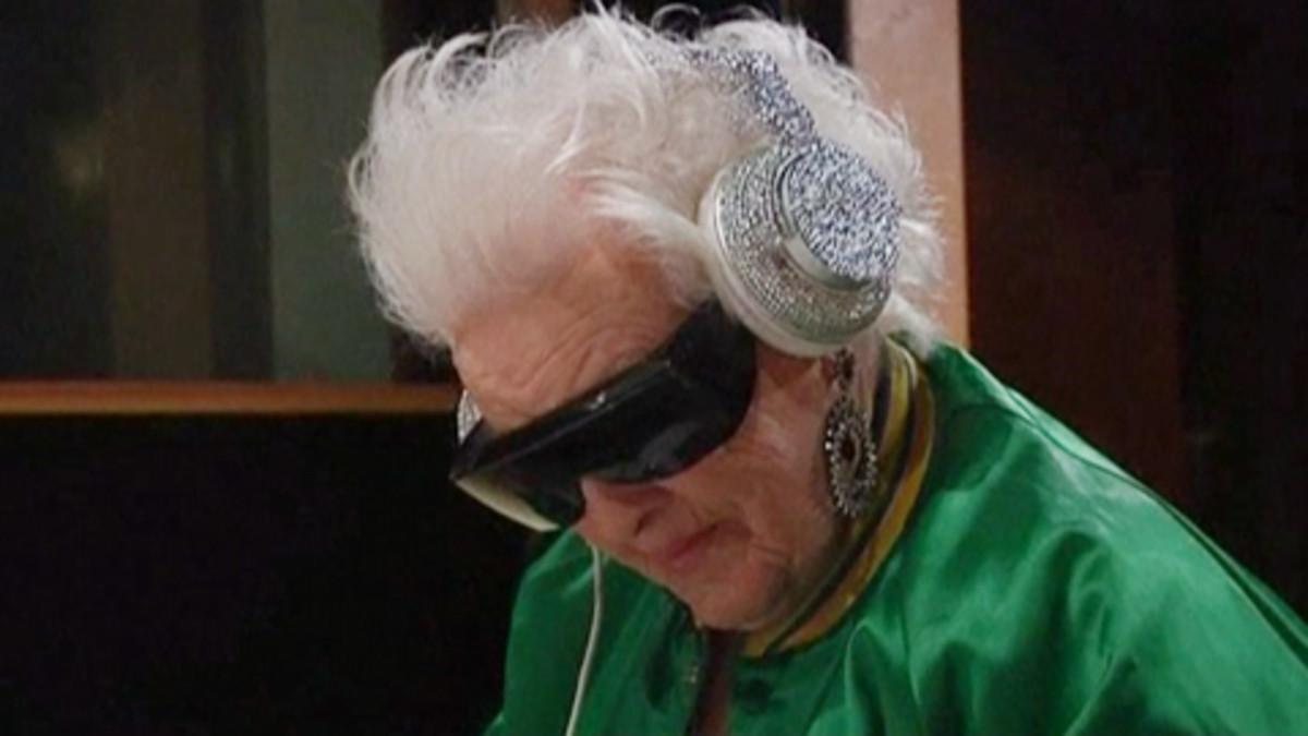 Brittiläinen mummo-dj pistää Ranskan klubit sekaisin  9b8dc4d041