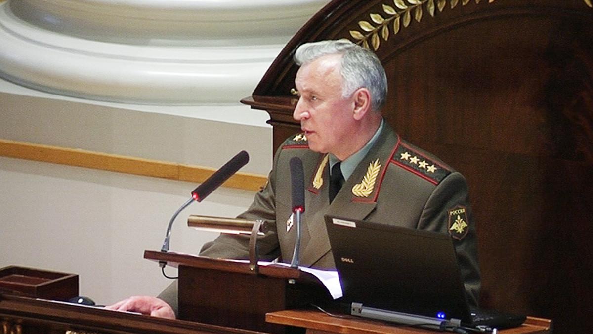 Venäjän asevoimien päällikkö kenraali Nikolai Makarov esitelmöimässä Helsingin yliopistossa.