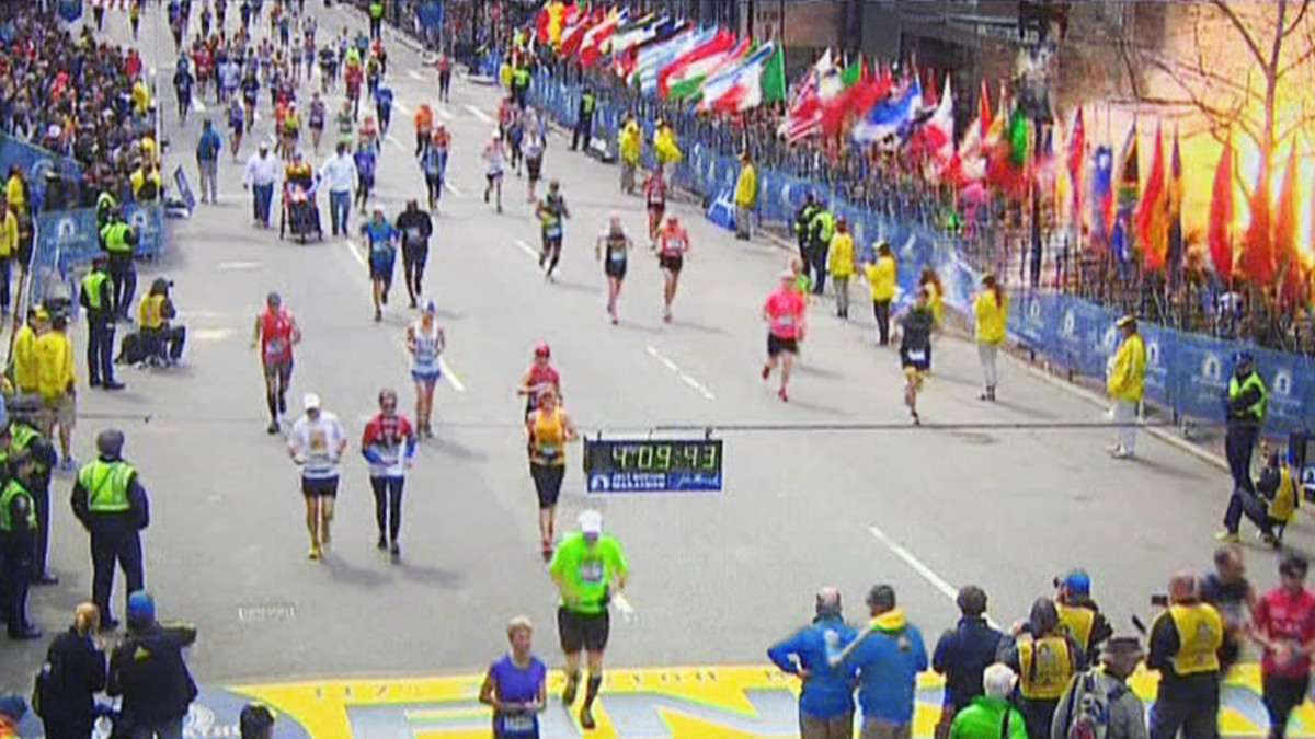 Räjähdys Bostonin maratonin maalialueen tuntumassa.