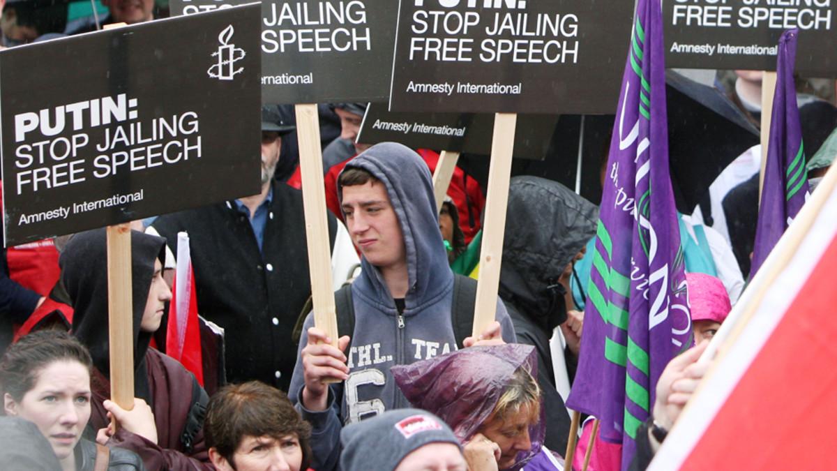 G8-kokousta vastustavia mielenosoittajia Belfastin keskustassa Pohjois-Irlannissa 15. kesäkuuta.