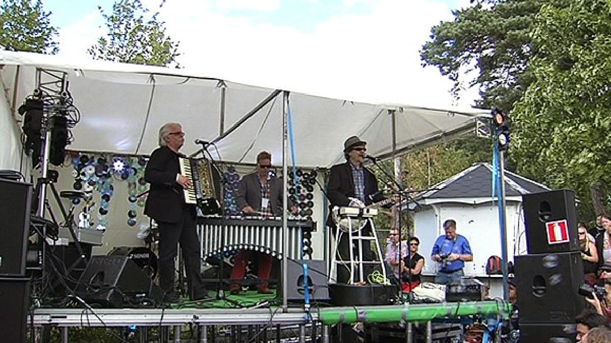 M.A. Numminen ja Pedro Hietanen esiintymässä Ilmiö-festivaaleilla.