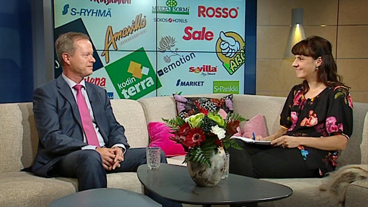 Aamu-tv:n vieraana sohvalla SOK:n pääjohtaja Kuisma Niemelä.