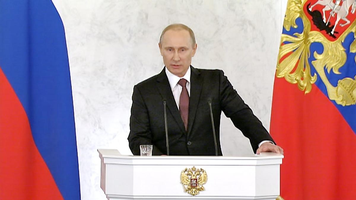 Vladimir Putin pitää puhettaan.