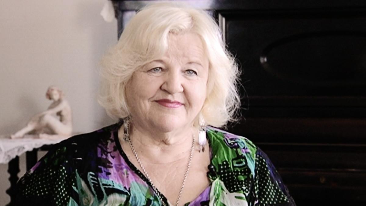 Kirjailija ja runoilija Aulikki Oksanen.