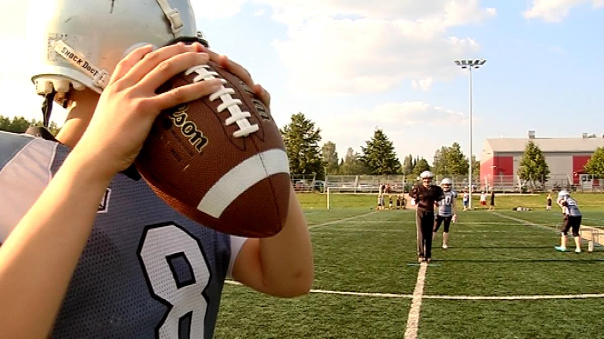 Pallon käsittelylle on oma tekniikkansa amerikkalaisessa jalkapallossa