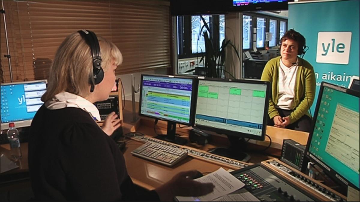 Silvia Modig Ylen aikaisen studiossa