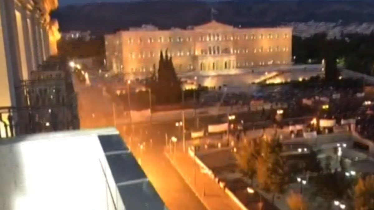 Mielenosoitus Kreikan parlamentin edustalla.